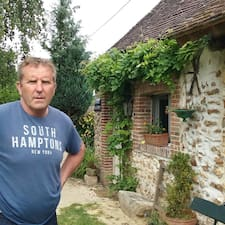 François je superhostitelem.