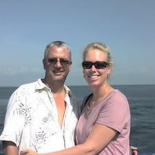 Karen & Jimbo er ofurgestgjafi.