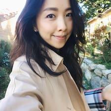 โพรไฟล์ผู้ใช้ Hyeyoon