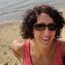 Julie Profile ng User