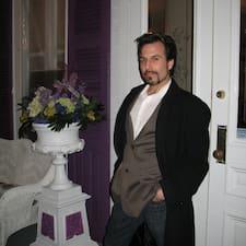 Derek Sasha felhasználói profilja
