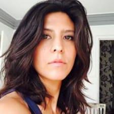 Monica je Superhost.