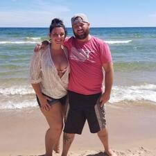 Nicole & Tyson Kullanıcı Profili
