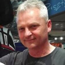 László felhasználói profilja