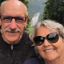 Robert & Julie的用戶個人資料