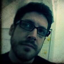 Thom felhasználói profilja
