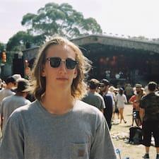 Angus felhasználói profilja
