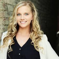 Ashley M. felhasználói profilja
