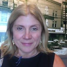 Matilde Marini is the host.