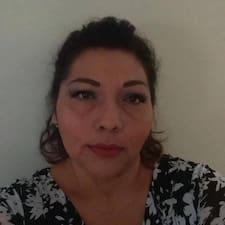 Reyna Álvarez is a superhost.
