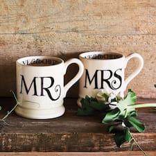 โพรไฟล์ผู้ใช้ Mr And Mrs Nice