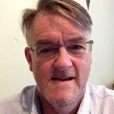John is een SuperHost.