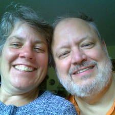 Cathy & Gary är en Superhost.