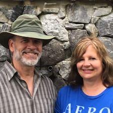 Loretta & Robert Superhost házigazda.