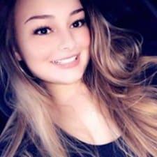 Carlyn felhasználói profilja