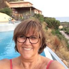 Carole adalah seorang HosTeladan.