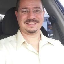 โพรไฟล์ผู้ใช้ Julian De Jesus