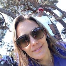 Manuela Superhost házigazda.