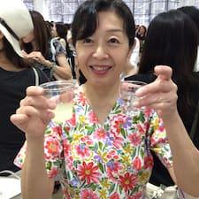Ikuko est l'hôte.
