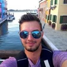 Tomáš felhasználói profilja