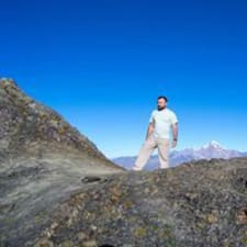 Kakha is a superhost.