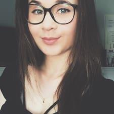 Profil Pengguna Monika