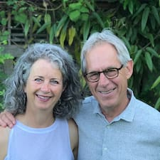 Anne & John ברשימת המארחים המצטיינים