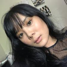 Charmaine felhasználói profilja