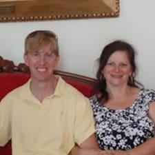 Profil Pengguna Sean & Maria