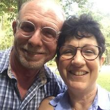 โพรไฟล์ผู้ใช้ Wayne & Mary