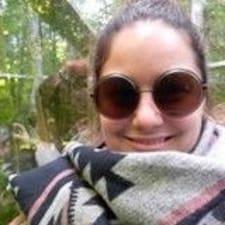 Geneviev felhasználói profilja
