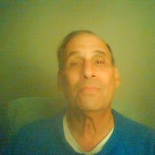 Bruce felhasználói profilja