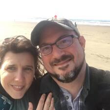 Henkilön Chris And Sarah käyttäjäprofiili