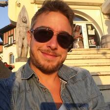 Romain Et Jérôme bir süper ev sahibi.