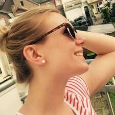 Corinna felhasználói profilja