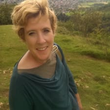 Gillian adalah seorang HosTeladan.