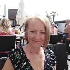 Susan is een SuperHost.