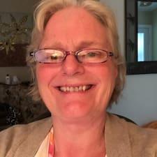 Heidi is een SuperHost.