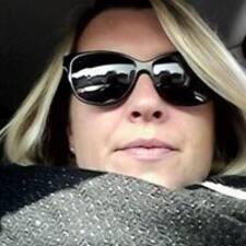Profil Pengguna Carole