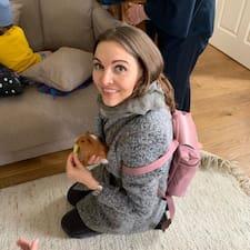 Nena est un Superhost.