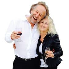 Andy & Paula Superhost házigazda.