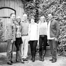 Jim,Stacey,Gary,Lynea,Amy&Michael ist ein Superhost.