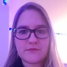 Profil Pengguna Adeline