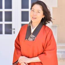 További információk Mayumi házigazdával kapcsolatban