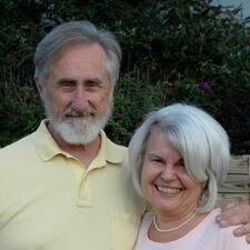 Greg & Joanie is a superhost.