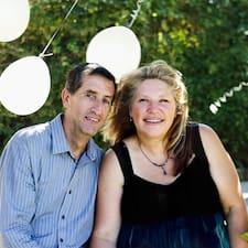 John & Michelle bir süper ev sahibi.