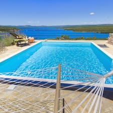 Croatia Luxury Rent User Profile