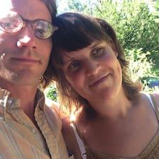 James & Sofi é um superhost.