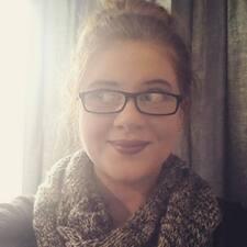 Kirstie felhasználói profilja