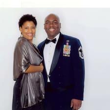 Larry & Tina felhasználói profilja